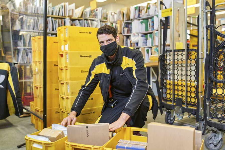 Kurier / Postbote / Bote / Auslieferungsfahrer / Paketzusteller (m/w/d) in Vollzeit - auch Quereinsteiger bei Deutsche Post AG - Niederlassung Betrieb Würzburg